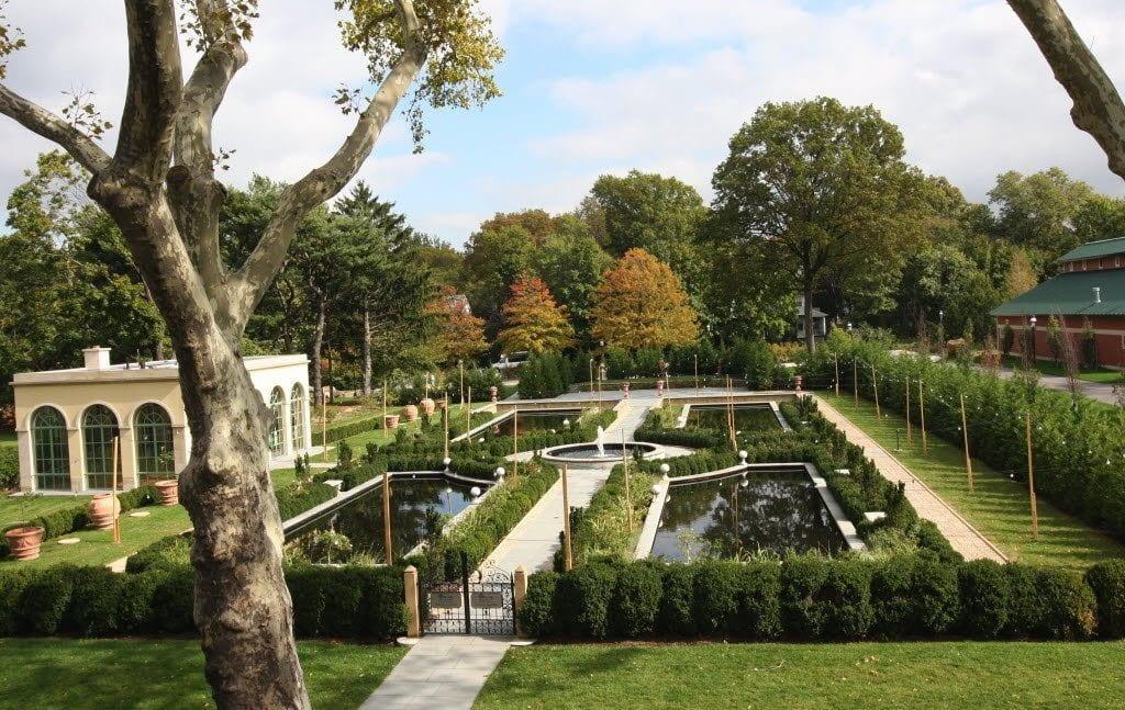 Vista do Snug Harbor Cultural Center & Botanical Garden em Staten Island, Nova York