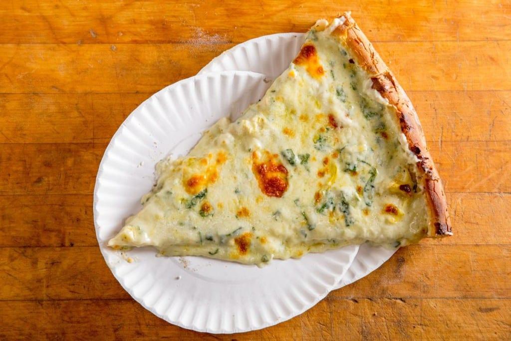 Famosa pizza de alcachofra da pizzaria Artichoke