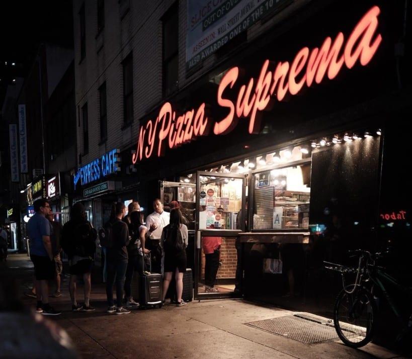 Fachada do NY Pizza Suprema.